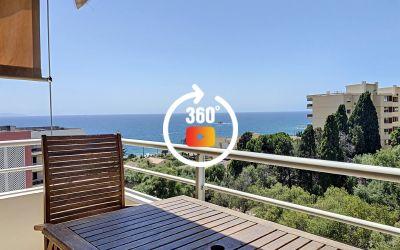 En Corse, à Ajaccio, sur la route des Sanguinaires un F2 de 35 m² avec une terrasse.